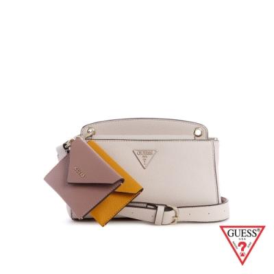 GUESS-女包-簡約撞色零錢包吊飾斜背包-白 原價3090