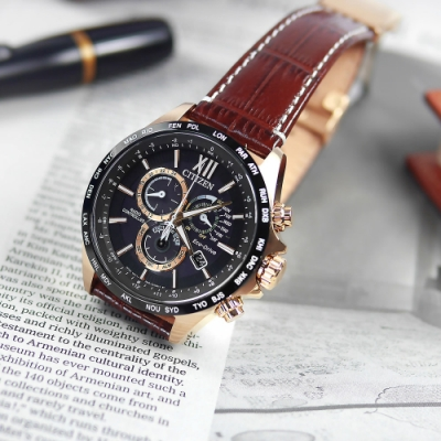 CITIZEN / 代言款 光動能 萬年曆 電波錶 小牛皮手錶 (CB5839-15E)-黑x玫瑰金框x褐/44mm