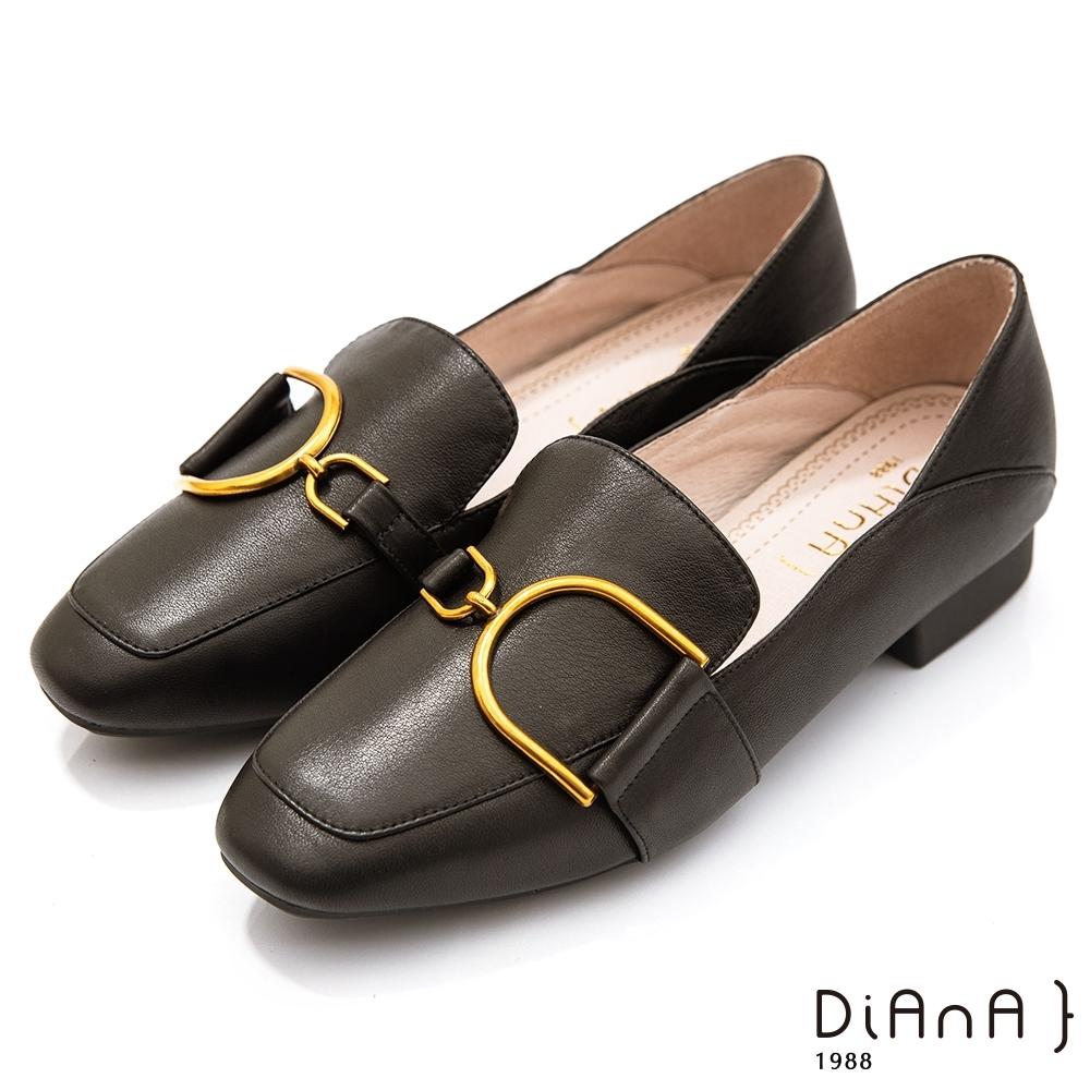 DIANA 3.5CM質感牛皮金屬D釦飾方尖頭跟鞋-漫步雲端焦糖美人-黑糖