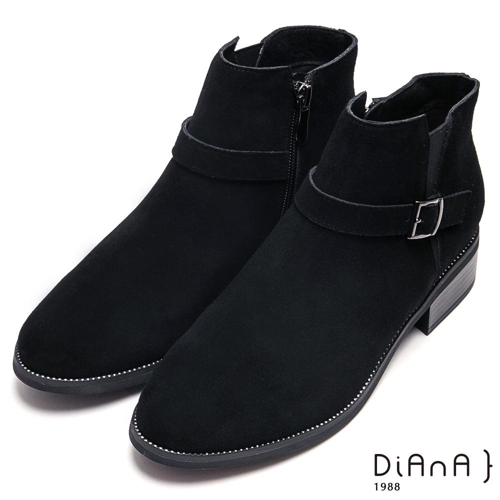 DIANA 個性魅力繞帶釦環牛反毛皮粗跟短靴-率性時尚-黑
