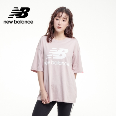 【New Balance】基本款 LOGO寬鬆Tee_女性_灰粉紅_AWT03519SCI
