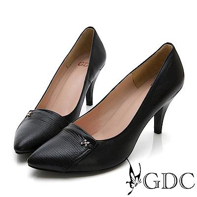 GDC-真皮異材質拼接小扣飾尖頭高跟鞋-黑色