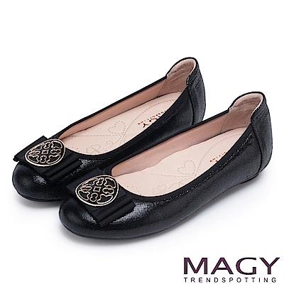 MAGY 甜美新風貌 金屬造型飾扣羊絨皮平底娃娃鞋-黑色