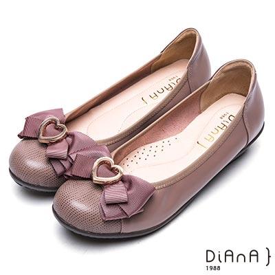DIANA 舒適甜美--俏皮心形釦蝴蝶結真皮楔型娃娃鞋- 芋粉