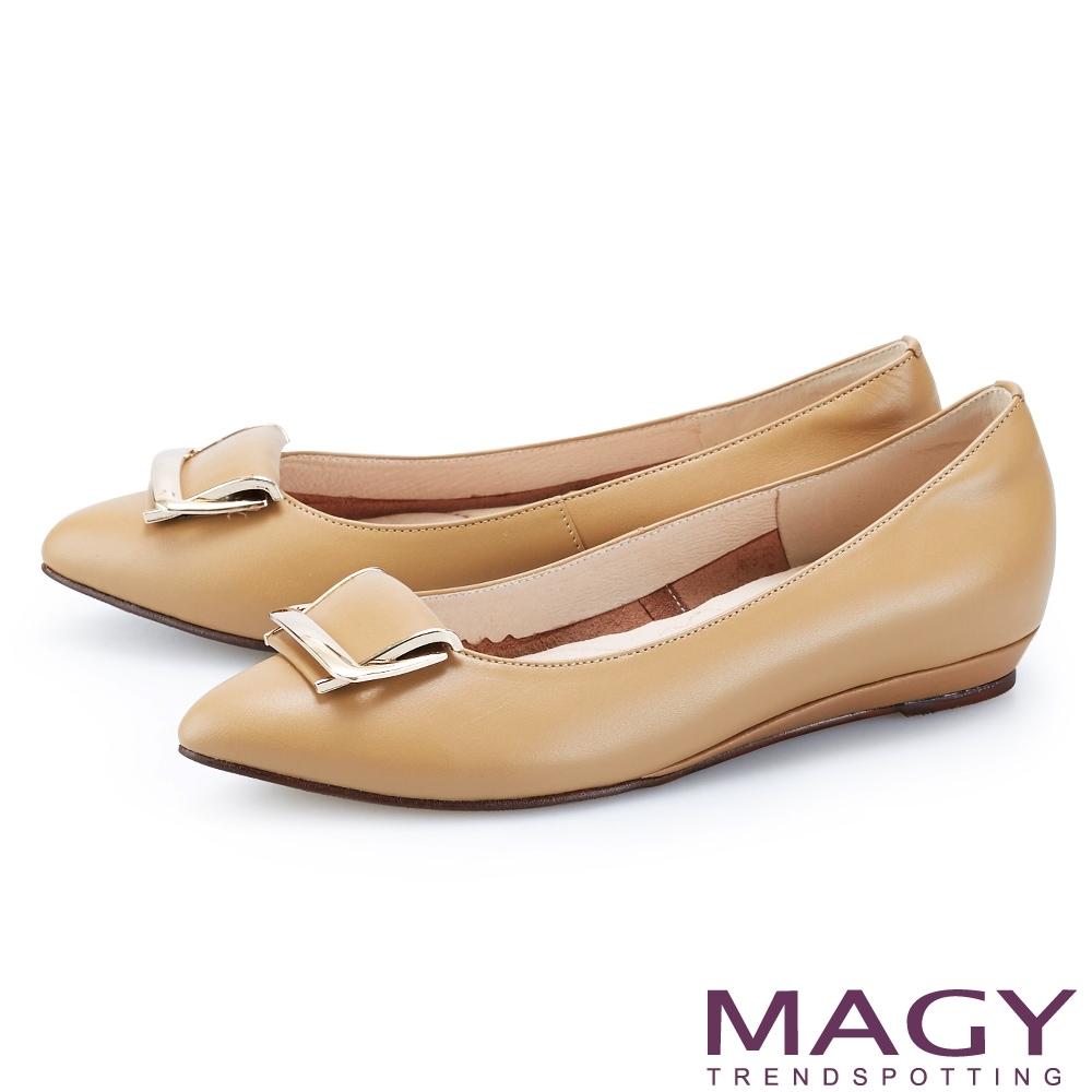 MAGY 金屬框飾釦真皮尖頭 女 平底鞋 棕色