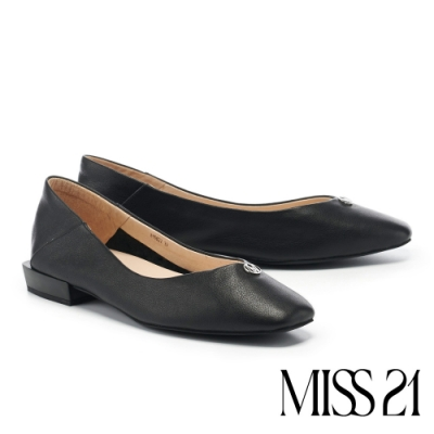 低跟鞋 MISS 21 極簡質感品牌 LOGO 釦飾方頭低跟鞋-黑