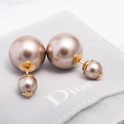 DIOR 新款「TRIBALE」經典不對稱雙珍珠星星金屬穿式耳環 (紅棕色)
