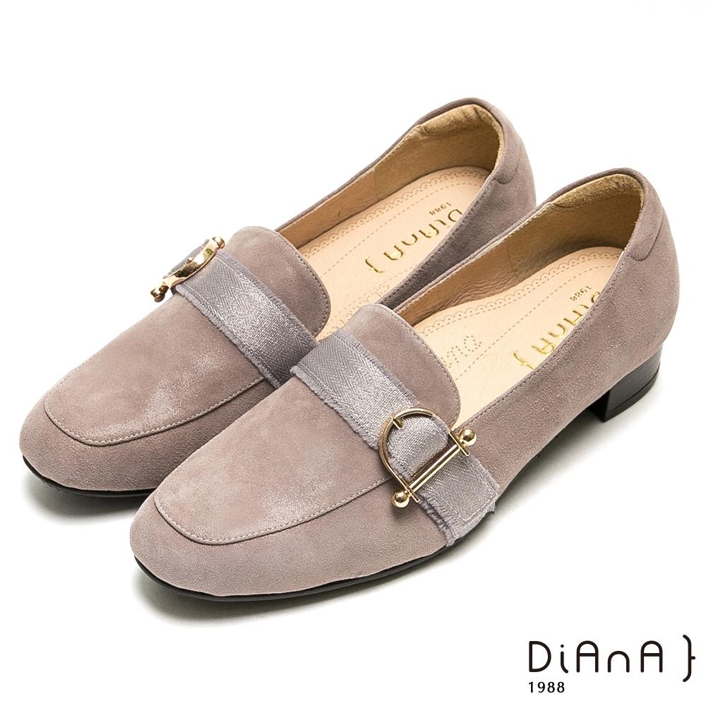 DIANA質感D字釦羊皮方頭樂福跟鞋-漫步雲端厚切焦糖美人-灰