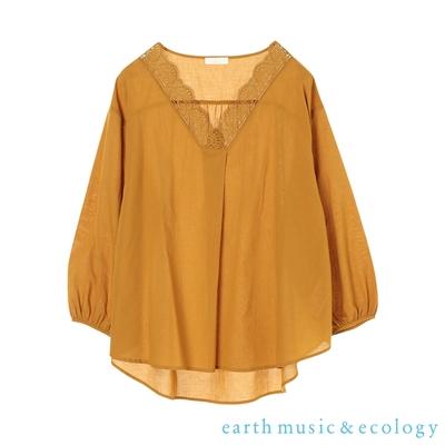 earth music 蕾絲拼接V領棉質上衣