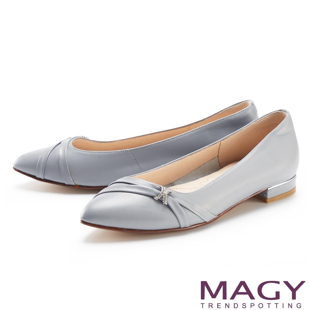 MAGY 水鑽裝飾真皮金屬尖頭 女 低跟鞋 藍色