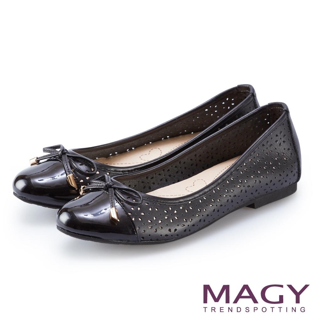 MAGY 鞋身穿孔牛皮平底娃娃鞋 黑色