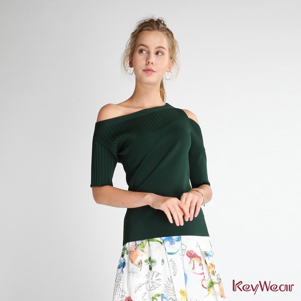 KeyWear奇威名品    百搭斜肩短袖針織上衣-墨綠色