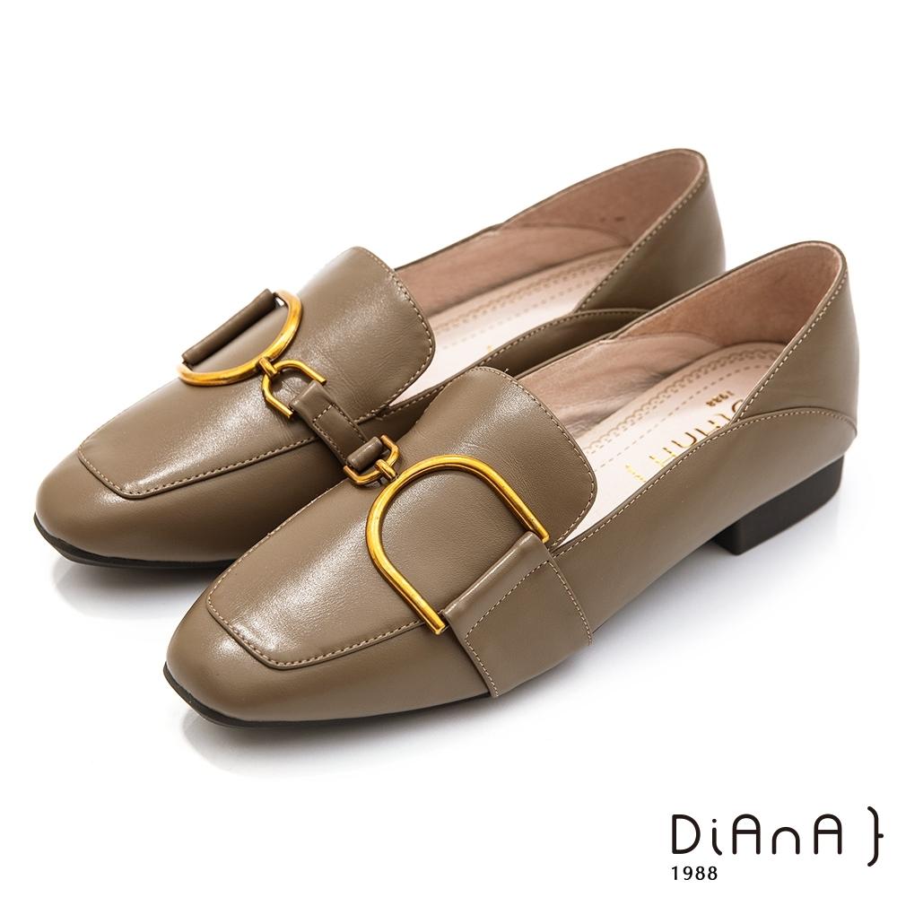 DIANA 3.5CM質感牛皮金屬D釦飾方尖頭跟鞋-漫步雲端焦糖美人-抹茶