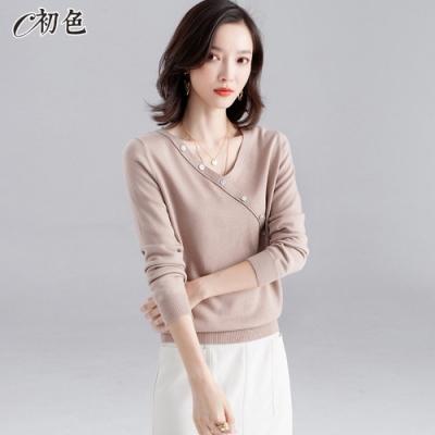 初色  斜扣造型V領針織衫-共3色-(M/L可選)
