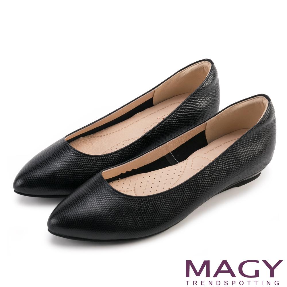 MAGY 親膚舒適尖真皮頭 女 平底鞋 壓紋黑