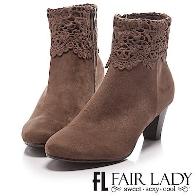 Fair Lady 蕾絲絨布粗跟短靴 摩卡