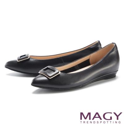 MAGY 金屬方釦裝飾真皮尖頭 女 平底鞋 黑色