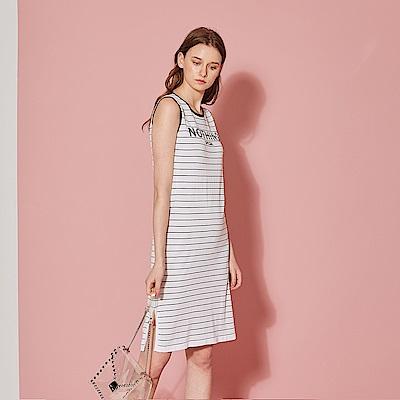 ICHE 衣哲 輕時尚針織條紋字母印花洋裝(兩色)-沁白
