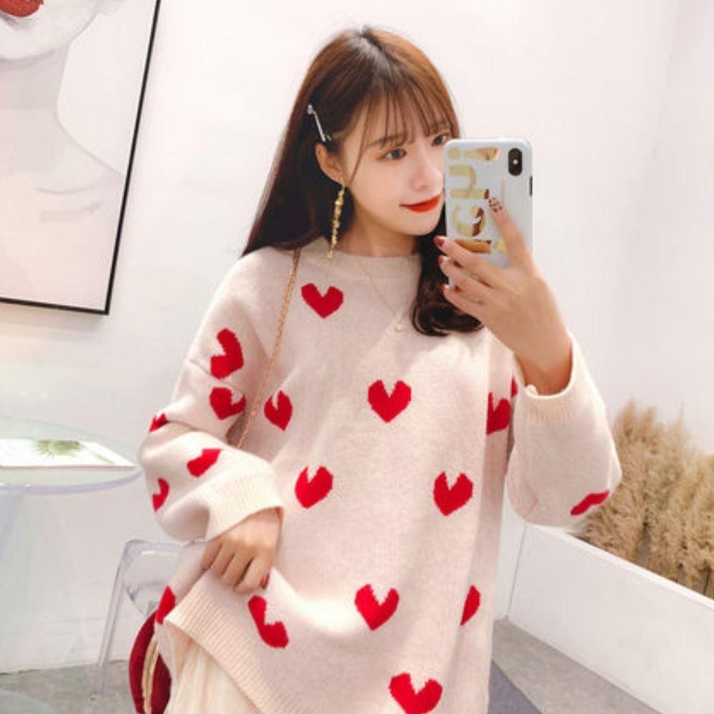 La Belleza圓領滿版紅色愛心印花厚毛料落肩針織毛衣