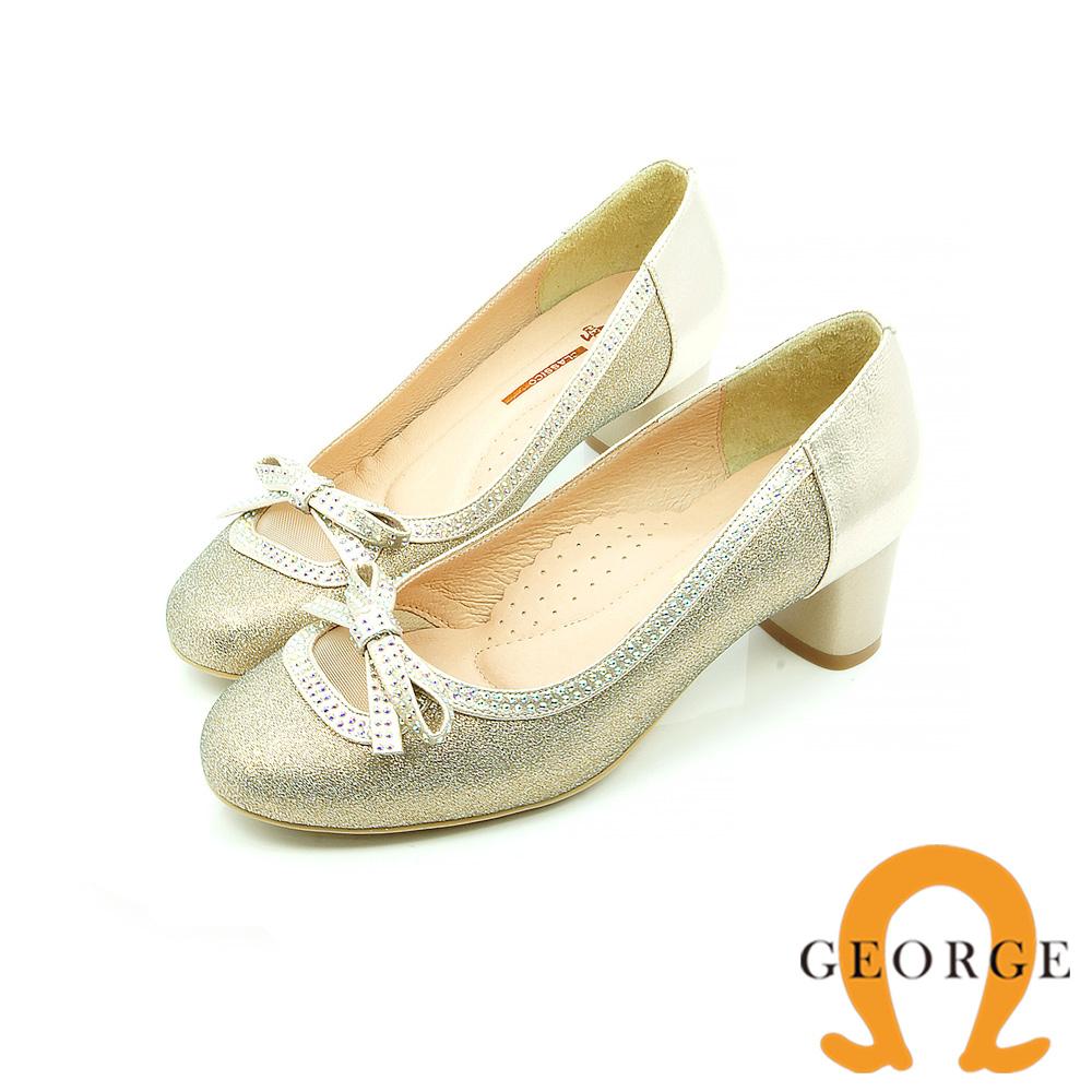 【GEORGE 喬治皮鞋】都會休閒 金蔥鏤空蝴蝶結圓頭粗跟鞋-金