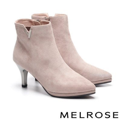 短靴 MELROSE 時尚魅力 V 型鑽飾造型羊麂皮高跟短靴-米
