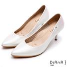 DIANA漫步雲端焦糖美人款--尖頭微光澤質感壓紋真皮跟鞋-銀白