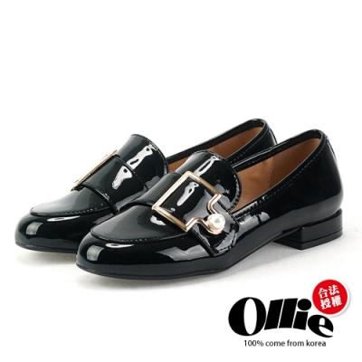 Aviator韓國空運-漆皮珍珠扣飾低跟樂福鞋-ollie預購