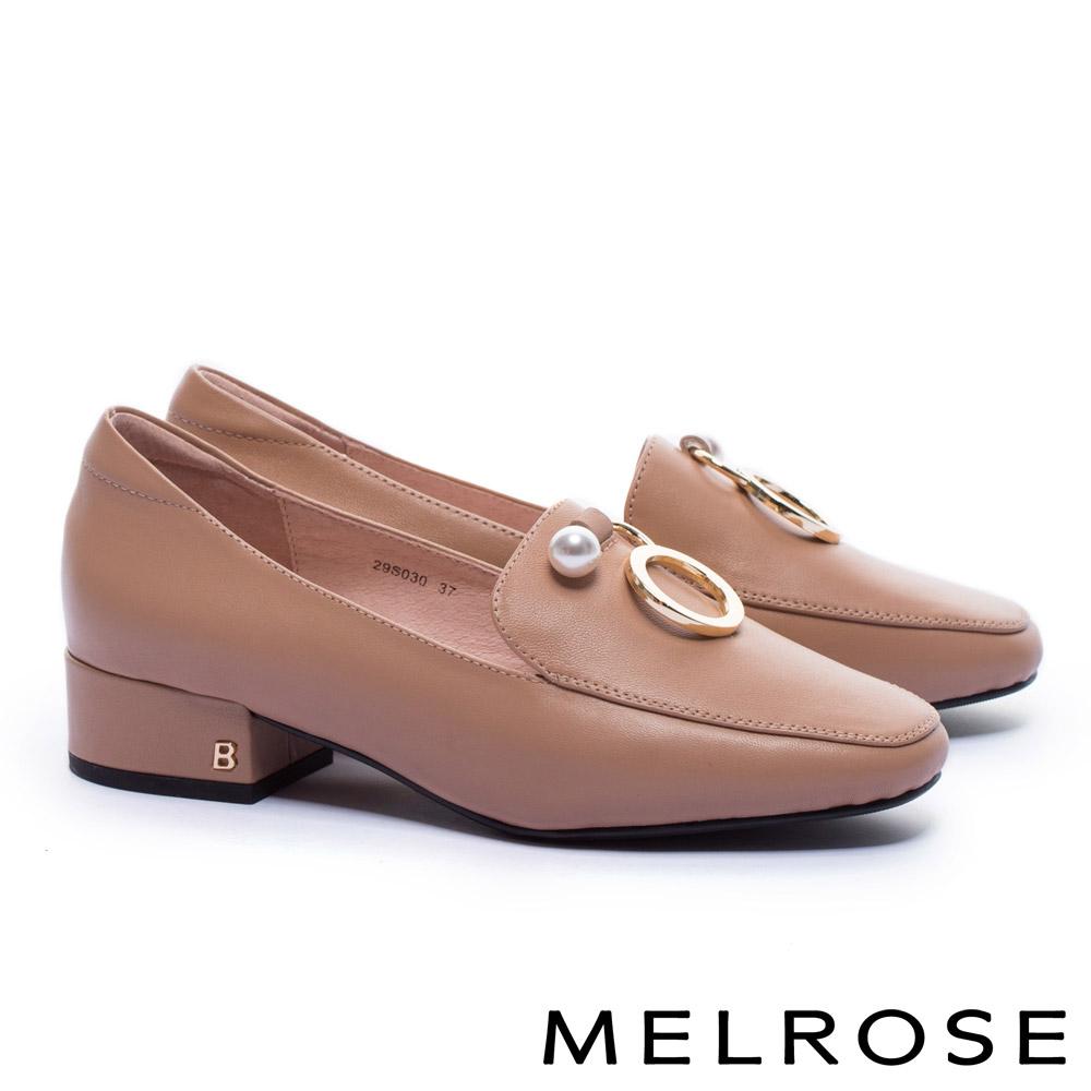 低跟鞋 MELROSE 復古質感珍珠圓飾全真皮方頭低跟鞋-米