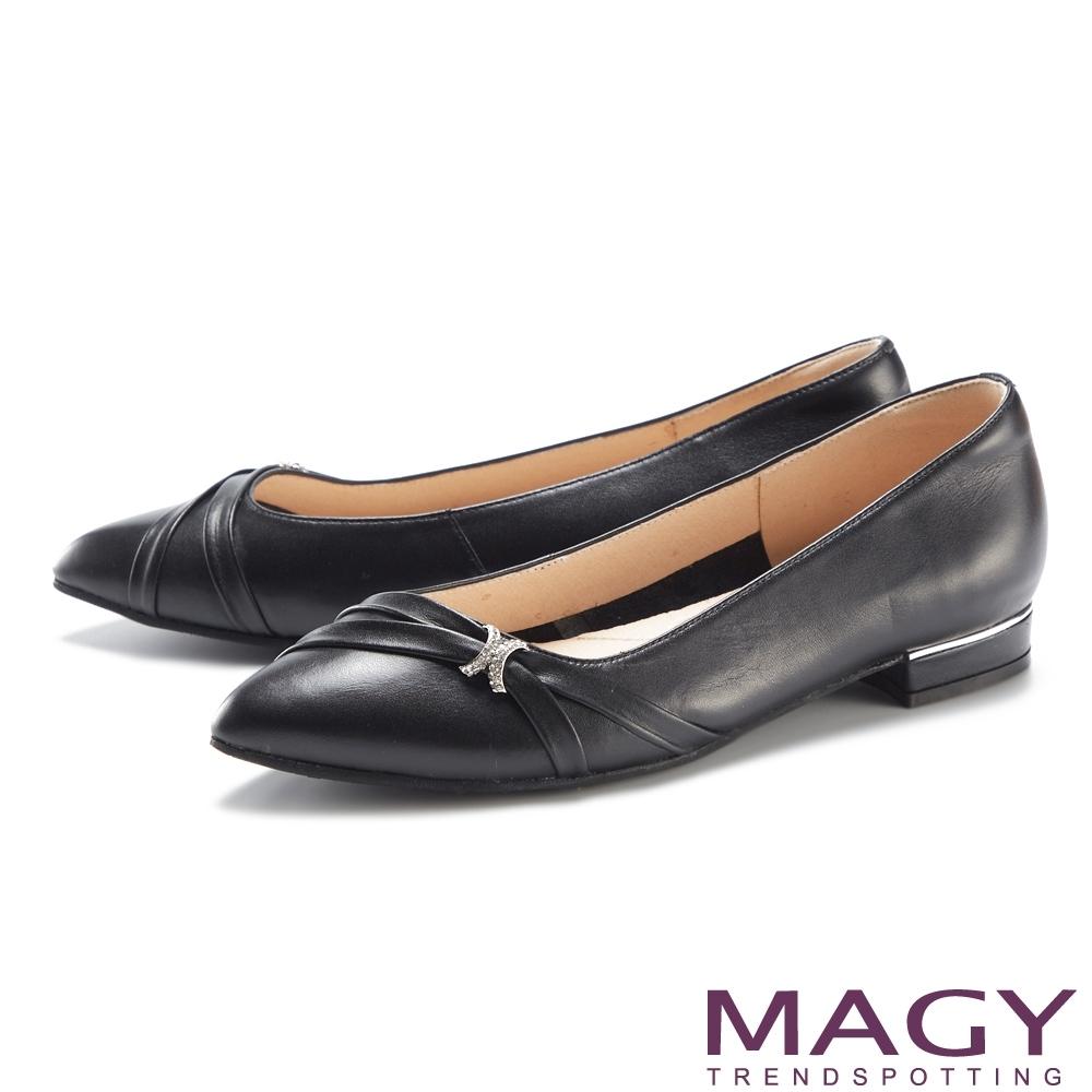 MAGY 水鑽裝飾真皮金屬尖頭 女 低跟鞋 黑色