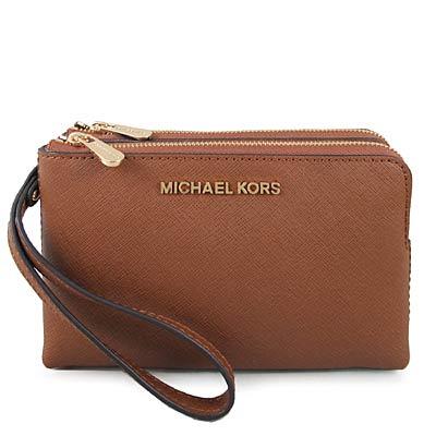 MICHAEL KORS JET SET TRAVEL金字Logo防刮皮革雙層手拿包-焦糖