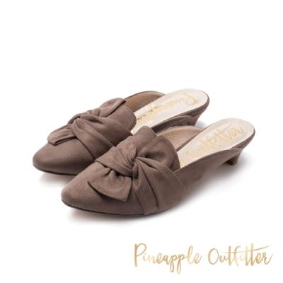 Pineapple Outfitter-HILLA 麂皮氣質扭結尖頭低跟鞋-絨灰色