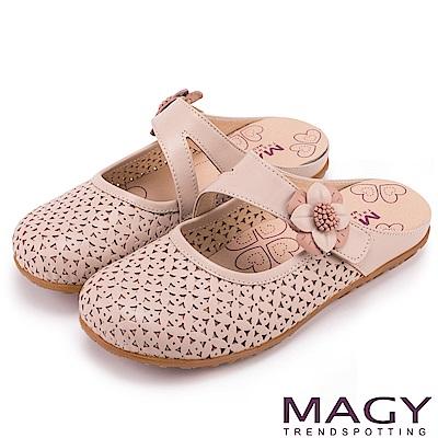 MAGY 經典甜美舒適 皮革花朵點綴半包式懶人鞋-粉紅