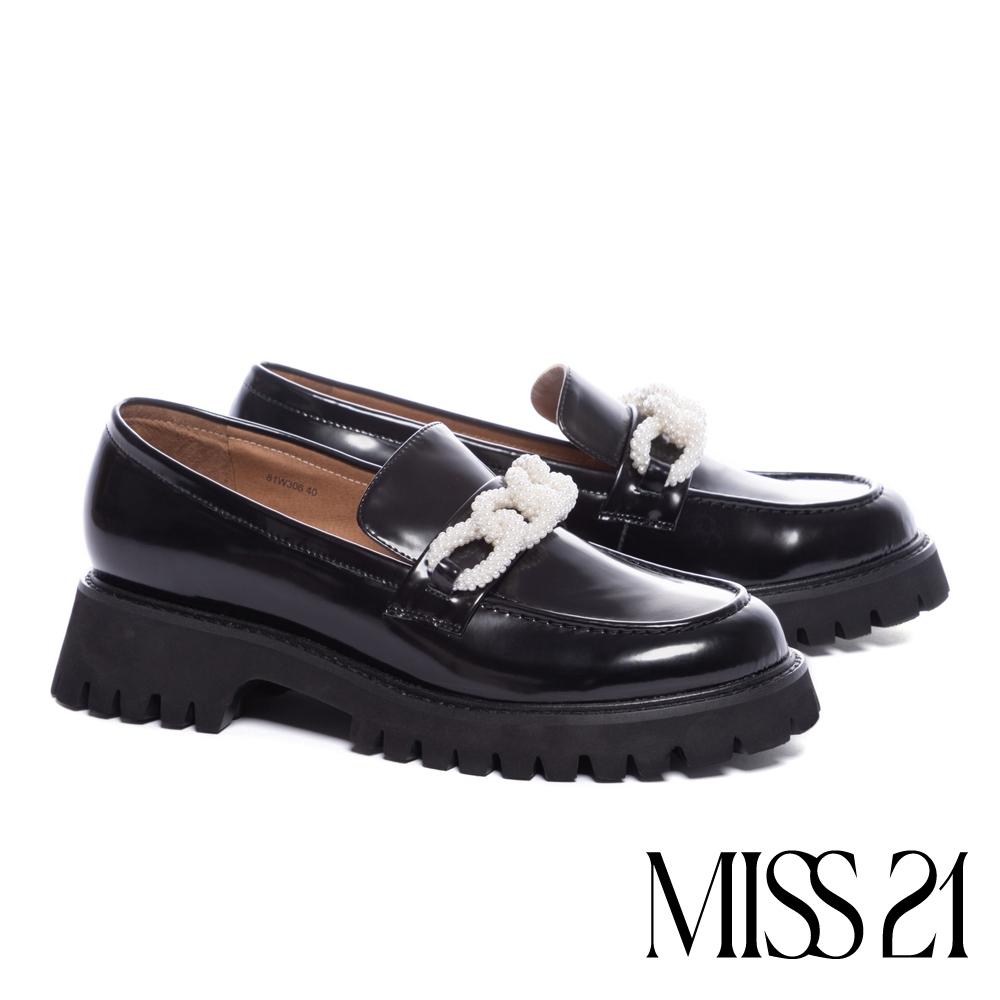 厚底鞋 MISS 21 甜酷氣質珍珠飾鏈開邊珠牛皮樂福厚底鞋-黑