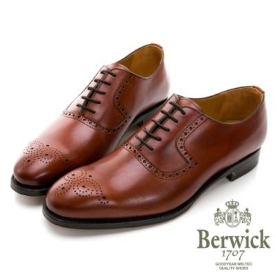 BERWICK西班牙進口-固特異工藝徽章雕花鞍部牛津鞋 -棕 835025KM