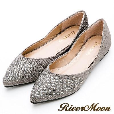 River&Moon大尺碼- 典雅側V開口皺褶晶鑽尖頭鞋-質感灰