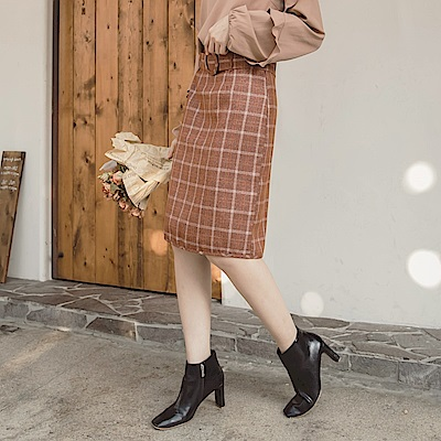 iMODA STAR-臧芮軒。格紋附造型腰帶修身A字短裙