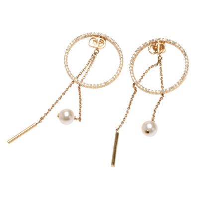 DIOR 經典D-Round系列水鑽鑲飾簍空圓形珠珠墜飾造型穿式耳環(金)