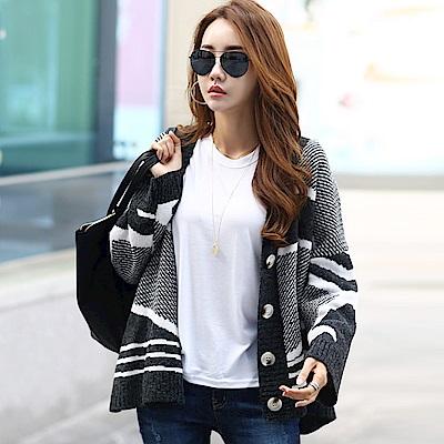 正韓 撞色不規則條紋長袖針織外套 (黑色)-N.C21