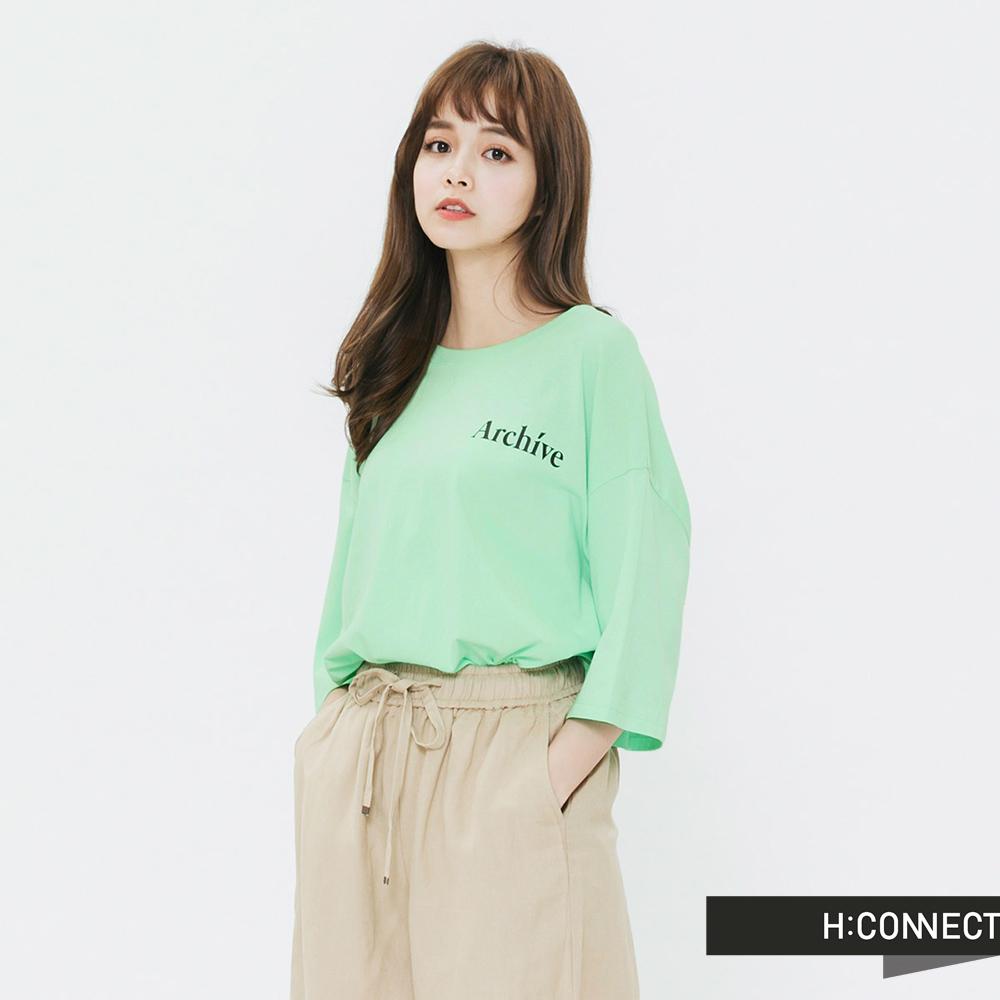 H:CONNECT 韓國品牌 女裝-後印字鈕扣設計T-shirt-綠