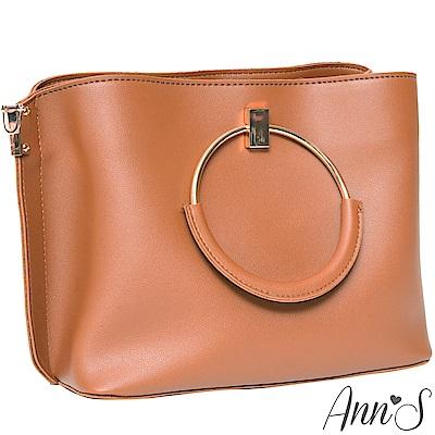 Ann'S質感女人-多造型條紋背帶金屬圓提把方包-棕