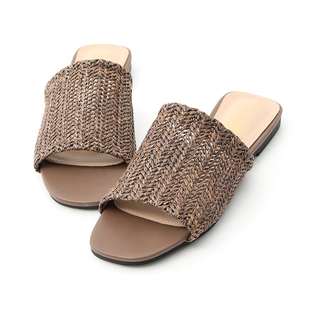 D+AF 涼氛自在.寬版草編方頭平底拖鞋*棕