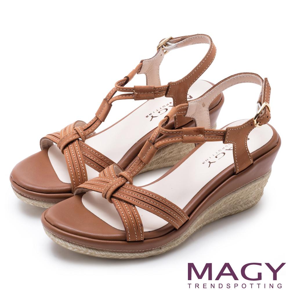MAGY 異國風情 交叉皮面T字楔型高跟涼鞋-棕色