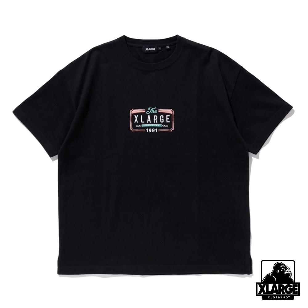 XLARGE S/S HEAVYWEIGHT TEE BILLBOARD 刺繡重磅短T-黑