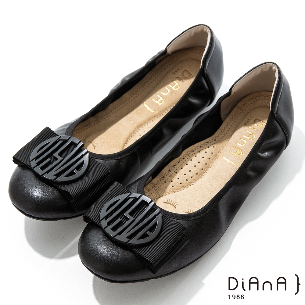 DIANA 2cm質感牛皮幾何圖騰蝴蝶結飾釦娃娃鞋-漫步雲端焦糖美人-黑