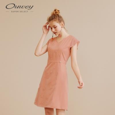 OUWEY歐薇 海洋風網布刺繡V領洋裝(粉)