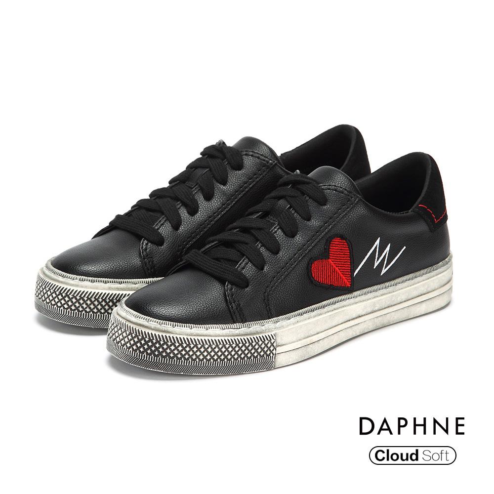 達芙妮DAPHNE 休閒鞋-復古仿舊繡字舒軟綁帶休閒鞋-黑