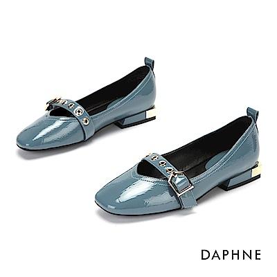 達芙妮DAPHNE 低跟鞋-優雅方頭金屬扣帶漆皮低跟鞋-藍