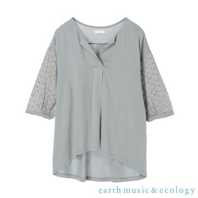 earth music 鏤空蕾絲袖拼接純棉V領上衣
