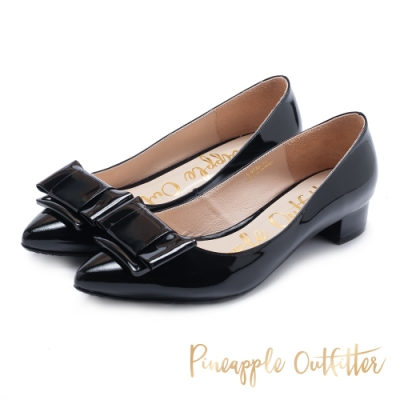 Pineapple Outfitter 復古雅致方扣真皮尖頭低跟鞋-黑色