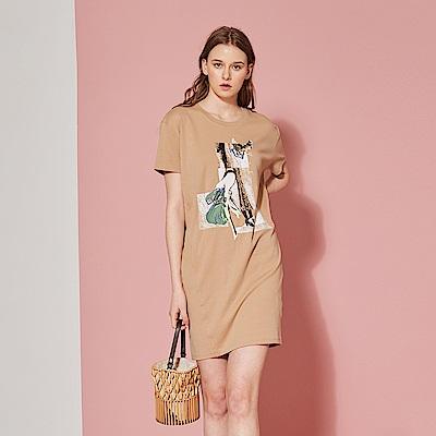 ICHE 衣哲 時尚印花雙口袋長版上衣洋裝(兩穿/兩色)-奶茶色